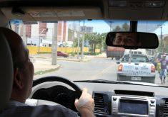 Prefeito dirige o próprio carro, uma camioneta 4X4. (FOTO: Tribuna do Ceará/ Rosana Romão)