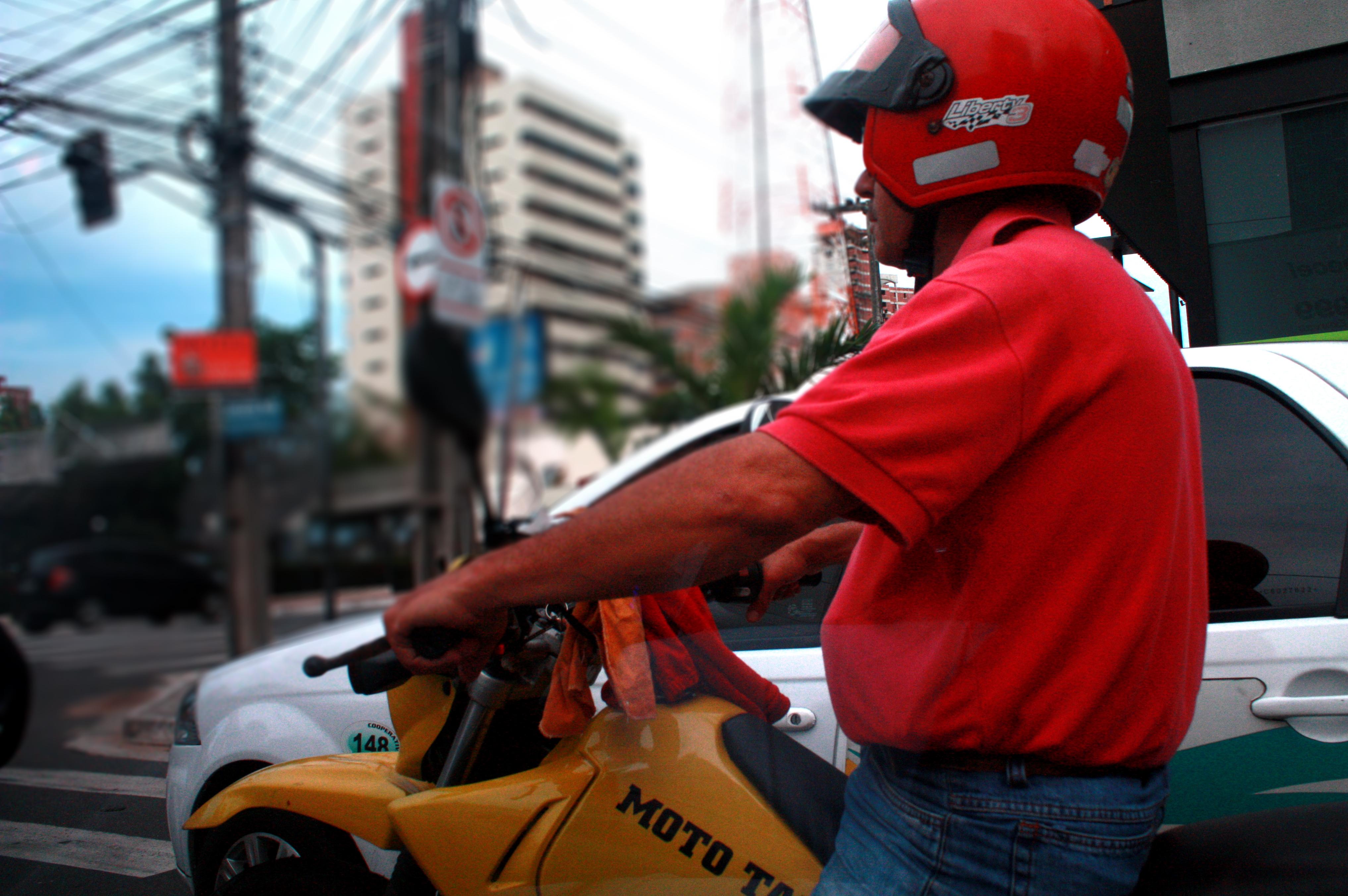 Vereador de Fortaleza propõe faixa exclusiva para motos para reduzir acidentes