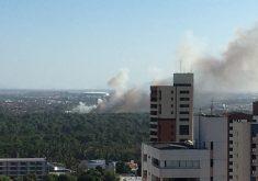 Fumaça do incêndio pode ser vista a quilômetros de distância. (Foto: Whatsapp)