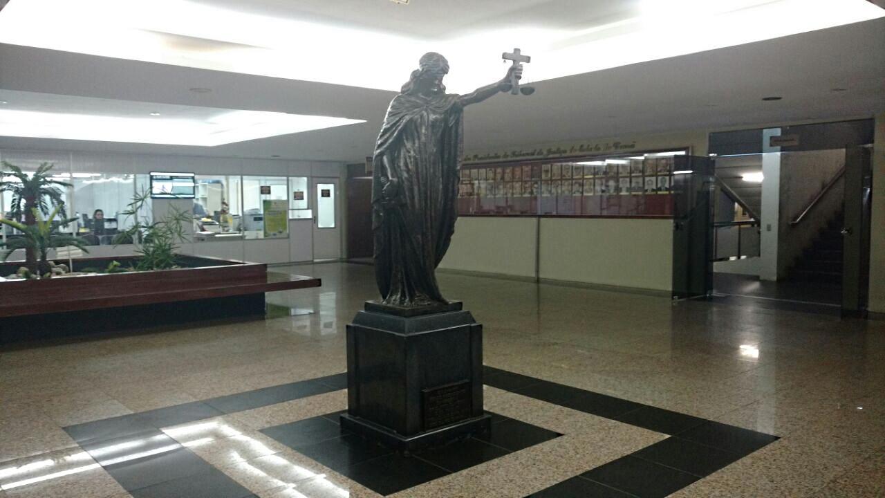 Escutas telefônicas entre advogados e preso detalham esquema de vendas de sentenças judiciais no Ceará