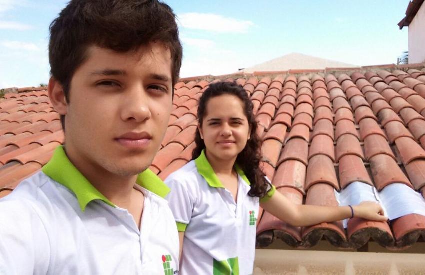 Jovens de Aracati usam caixas de leite para reduzir temperatura de casas em até 8°C