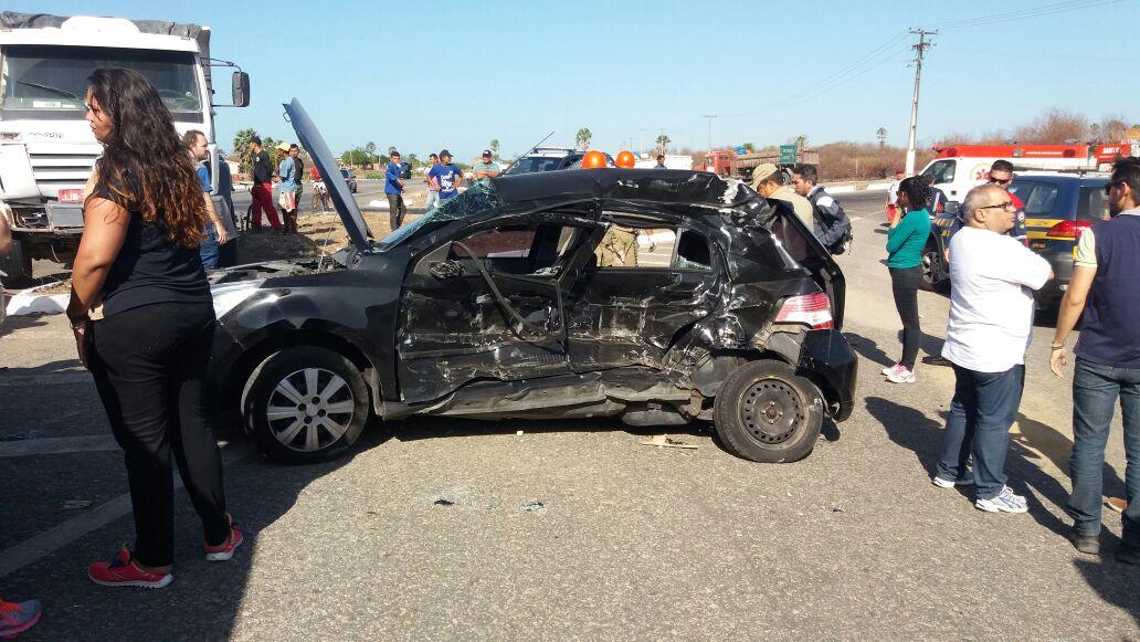 Três universitários morrem e dois ficam feridos em acidente no Ceará