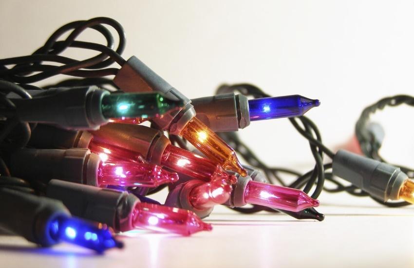 Cuidado! Mantenha seus enfeites de Natal longe de grades e materiais metálicos