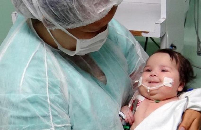 Mãe de paciente mais jovem a receber coração comemora a recuperação da filha