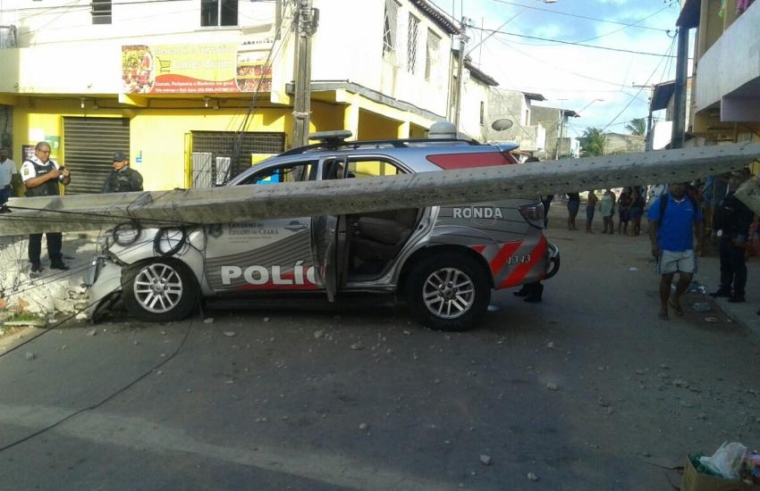 Viatura colide após perseguição e criminosos lançam granada contra policiais em Fortaleza