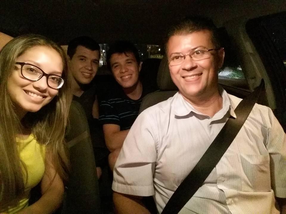 """Motorista de """"táxi amigo"""" aposta em selfies com clientes para fidelizar serviço"""