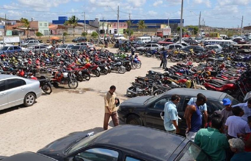 Leilão de motos a partir de R$ 120 e carros de R$ 200 não permite ligar a chave. Por isso, olhe bem