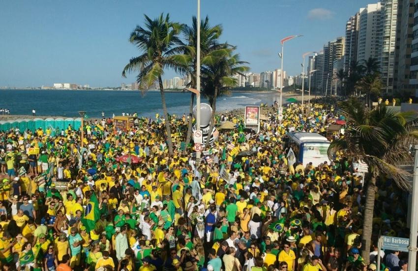 Grupo que pedia saída de Dilma agora fará protesto contra decisões do Congresso