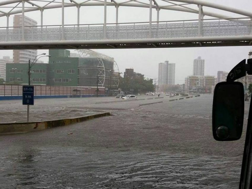 Fortaleza tem a maior chuva desde maio de 2016, com vários pontos de alagamentos