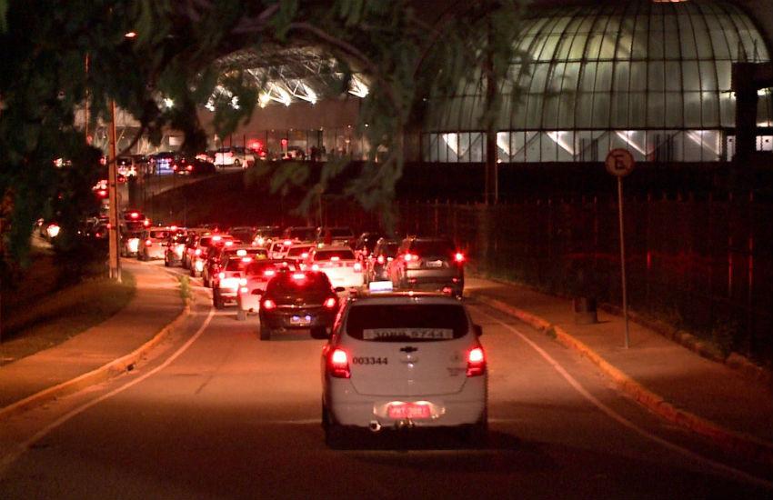 Taxistas agridem motorista da Uber em supermercado ao lado do aeroporto de Fortaleza