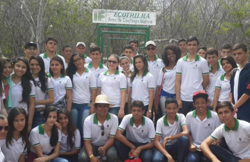 Alunos de escola pública conquistam prêmio nacional e trabalho vira lei em Iguatu