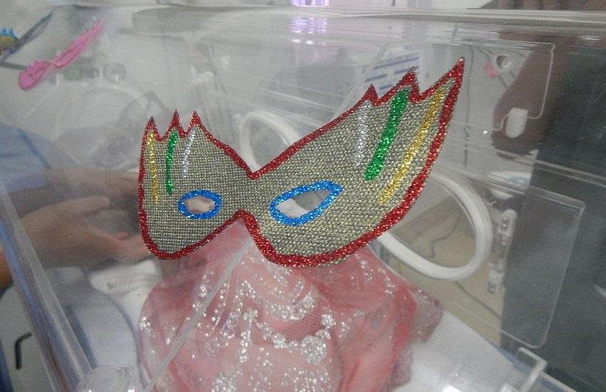 Bebês prematuros ganham fantasias de Carnaval em hospital de Sobral