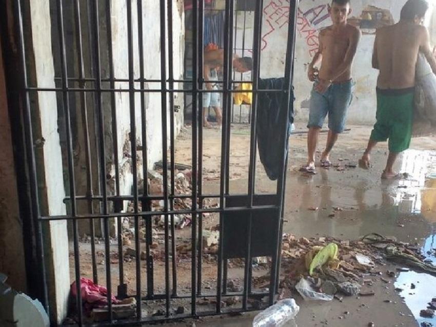 Presos quebram celas e tentam assassinar quatro rivais em motim no Ceará