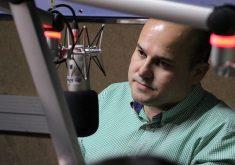 Roberto Cláudio concedeu entrevista na rádio Tribuna BandNews FM. (Foto: Adriano Paiva / Tribuna BandNews FM)