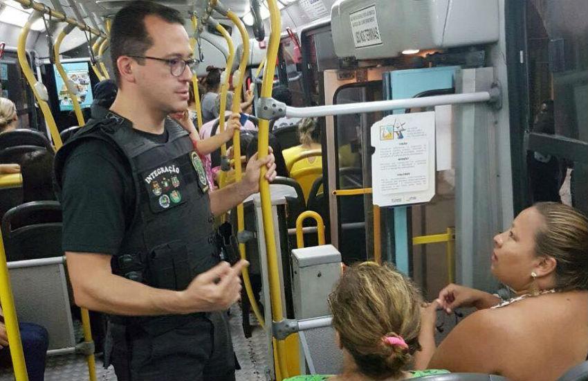 Secretário de Segurança do Ceará participa de operação em transportes públicos