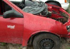 Com o impacto, o capô do carro levantou (FOTO: Reprodução/TV Jangadeiro)