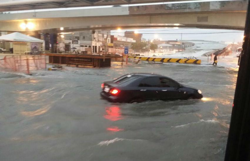 Maior chuva do ano em Fortaleza inunda ruas, túneis e até Areninhas