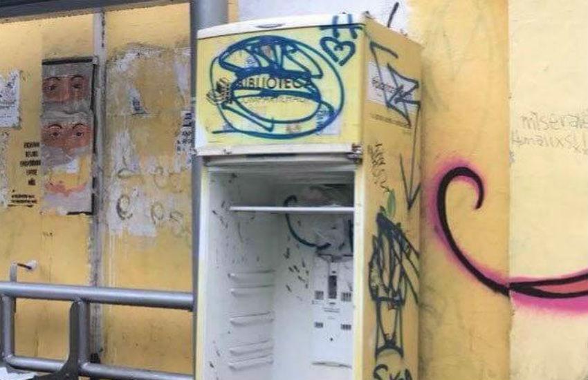Mais uma geladeira com livros compartilháveis é alvo de vândalos no Benfica