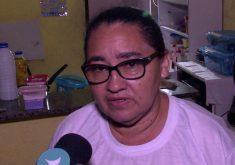 A mãe lamenta o que aconteceu com Érica (FOTO: Reprodução/TV Jangadeiro)