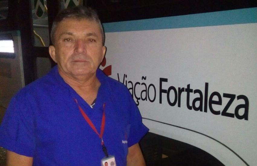 Motorista de ônibus é reconhecido por descer para ajudar passageiros idosos e deficientes