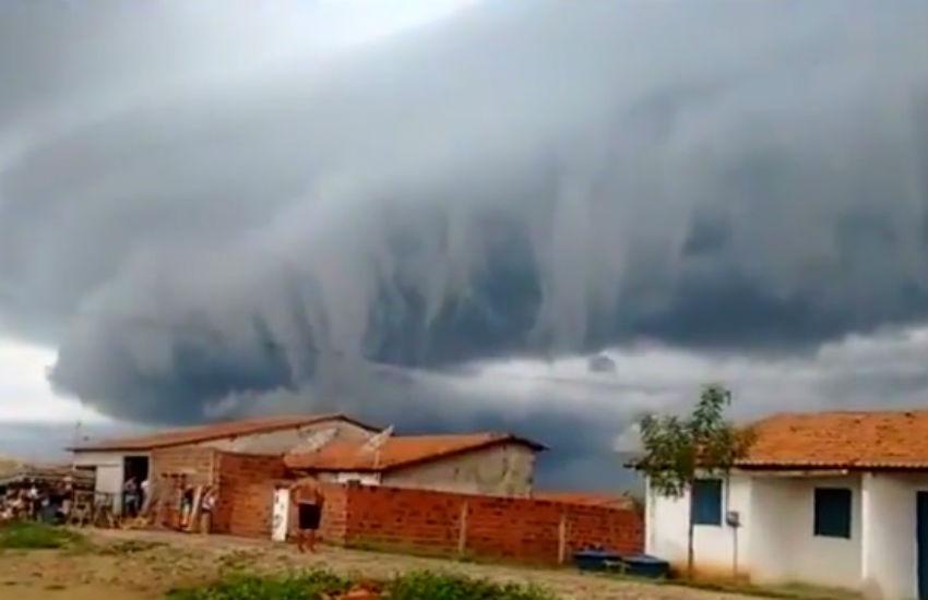 """Nuvem que chamou atenção no Ceará é """"fenômeno raro"""", explica Funceme"""