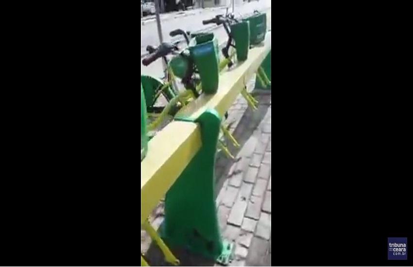 Estação do Bicicletar amanhece com bicicletas sem pneus dianteiros em Fortaleza
