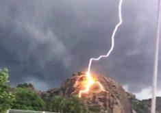 O raio caiu na cidade de Quixadá (FOTO: Reprodução/Whatsapp)