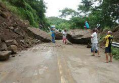 Pedras cederam na região (FOTO: Reprodução/TV Jangadeiro)