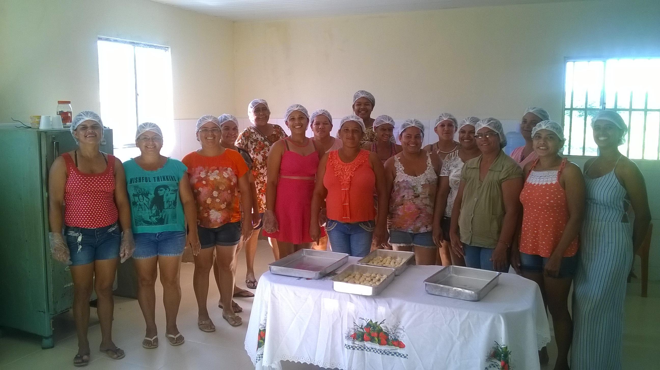 Mulheres de comunidade no Cariri geram sua renda a partir de sobras de alimentos que seriam jogadas fora