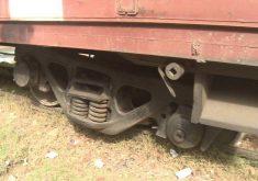 O trem descarrilou na última segunda-feira (25) (FOTO: Reprodução/TV Jangadeiro)