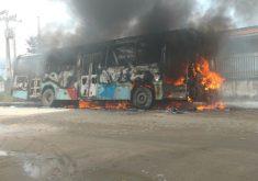 Até as 14h desta quinta, 22 coletivos foram atacados (FOTO: Reprodução/Whatsapp)