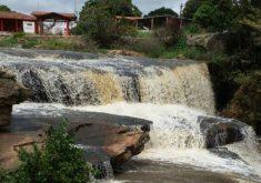 Cachoeiras e quedas d'água estão atraindo turistas (FOTO: Wagner Teles/Jangadeiro FM)