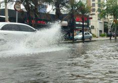 A chuva foi intensa nesta quarta-feira (5) (FOTO: Dorian Girão/TV Jangadeiro))
