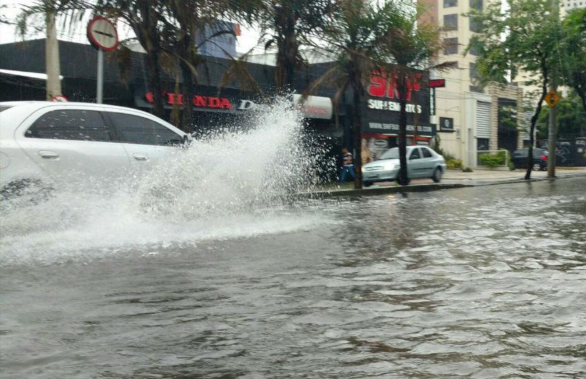 Fortaleza amanhece com chuva intensa nesta quarta-feira