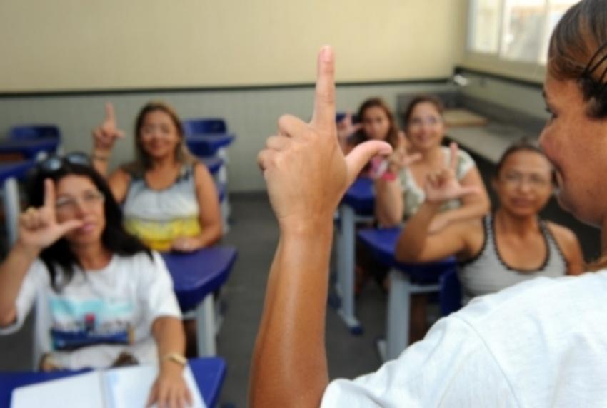 Cearense se especializa no tratamento psicológico de pessoas com surdez