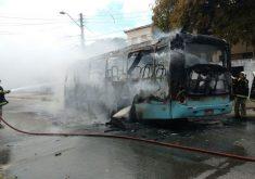 Grupos já incendiaram 20 ônibus desde a tarde de quarta-feira (19) (FOTO: Reprodução Whatsapp)