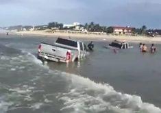 Carros fiscalizavam área da praia durante a Semana Santa (FOTO: Reprodução)