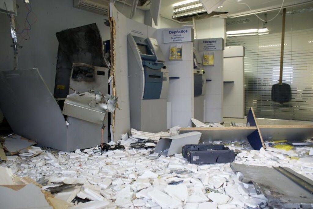 Quadrilha ataca banco de Jaguaruana e assaltantes morrem em confronto com a polícia