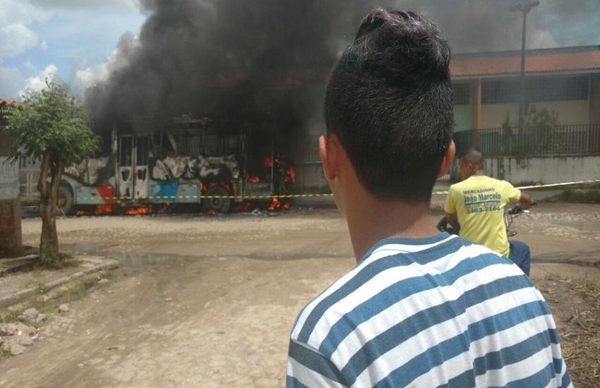 Ônibus passam a circular em comboios e com escolta da polícia em Fortaleza