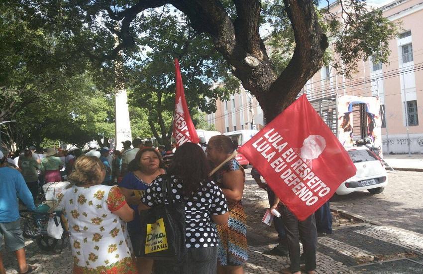 Manifestação na Praça do Ferreira prega apoio a Lula em depoimento a Sérgio Moro