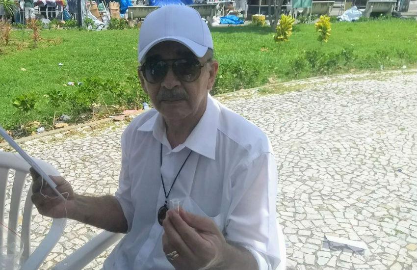 Devoto de Nossa Senhora de Fátima distribui óleos bentos a fiéis em Fortaleza