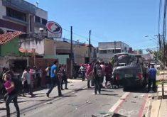 No impacto, o carro capotou (FOTO: Reprodução/Whatsapp)