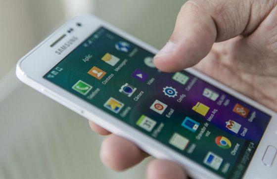 Aplicativos de bancos para smartphones são campeões no número de transações financeiras online (FOTO: Reprodução)