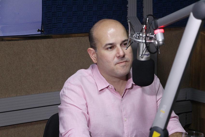 81% dos pacientes de chikungunya contraíram a doença em casa, revela o prefeito Roberto Cláudio