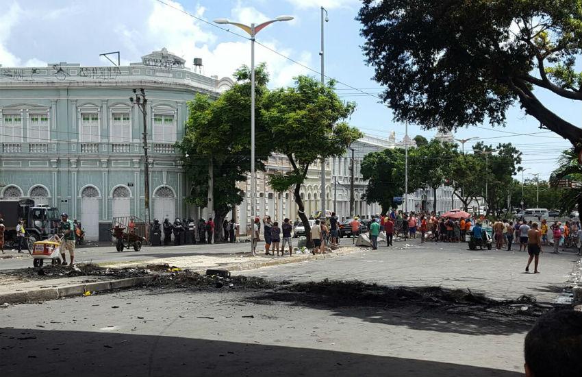 Veja vídeos que mostram o palco de guerra que virou a Rua José Avelino nesta terça