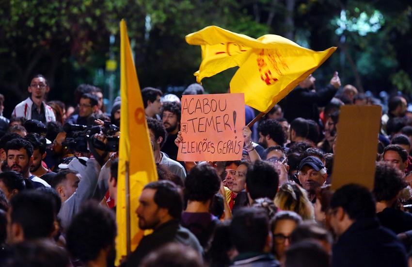 Manifestação em Fortaleza pede renúncia do presidente Michel Temer