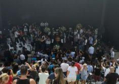 O velório aconteceu no Centro Cultural Dragão do Mar (FOTO: Lyvia Rocha/Tribuna do Ceará)