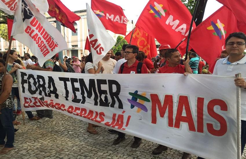 Milhares de pessoas se reúnem em manifestação anti-Temer em Fortaleza
