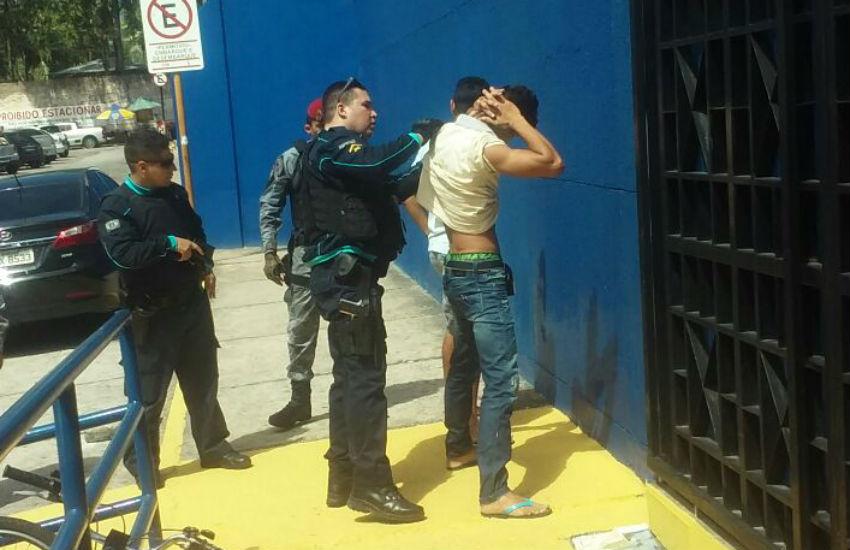 Homem é preso suspeito de portar arma dentro de faculdade em Fortaleza