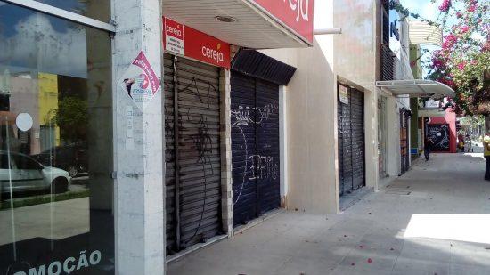 Comércio da Av. Monsenhor Tabosa vive crise, com mais de 60 lojas fechadas